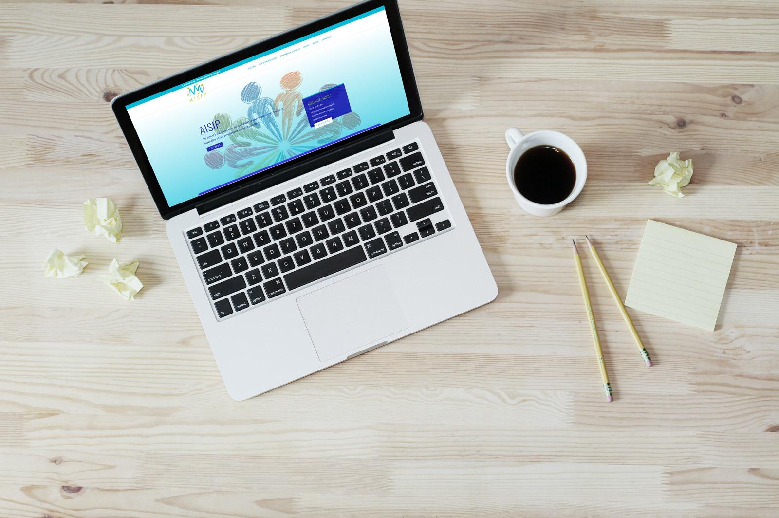 Photo préparation du site web d'AISIP